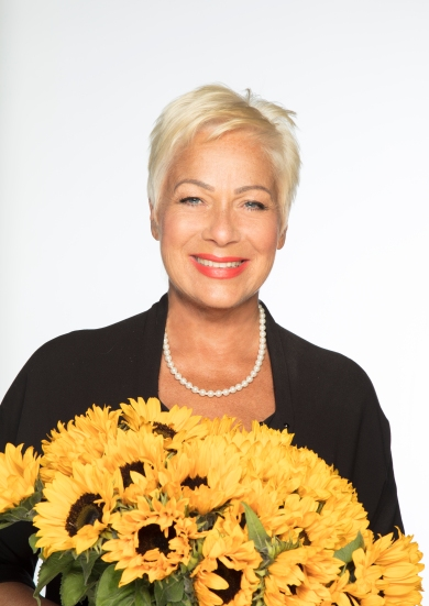 Denise Welch credit John Swannell